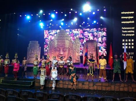 Encerramento do show Smile of Angkor (Sorriso de Angkor).