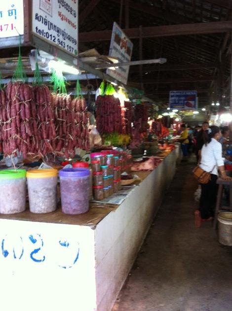 Mercado Noturno que apesar do nome funciona dia e noite