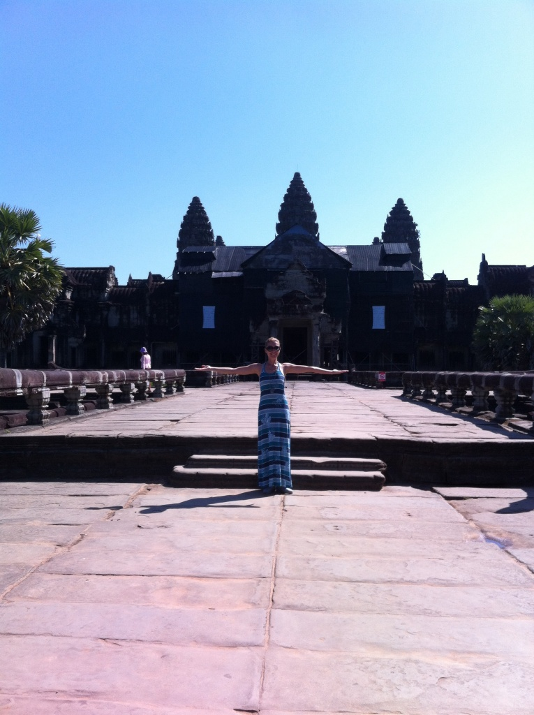 Angkor Wat: construído pelo Rei Suryavarman II, originalmente dedicado ao Deus Hindu Vishnu e modificado mais tarde para um templo Budista.