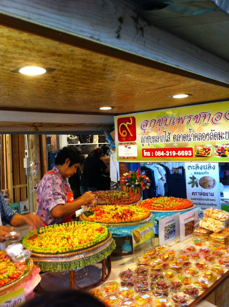 Delicias do mercado de Khlong Lat Mayom