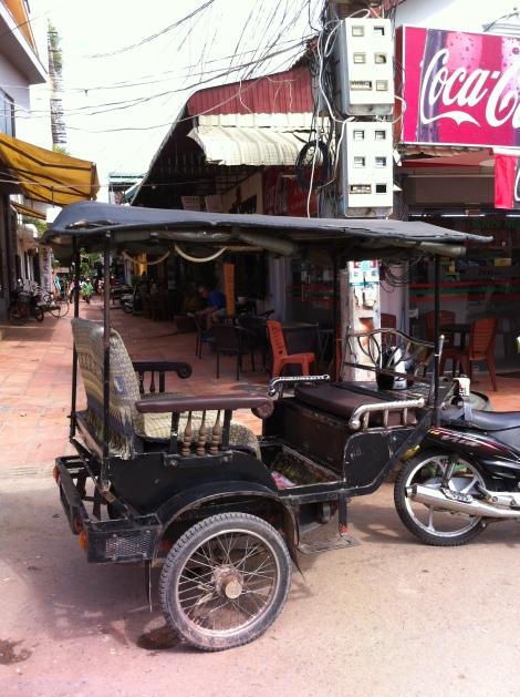 os famosos tuk tuks de Siem Reap