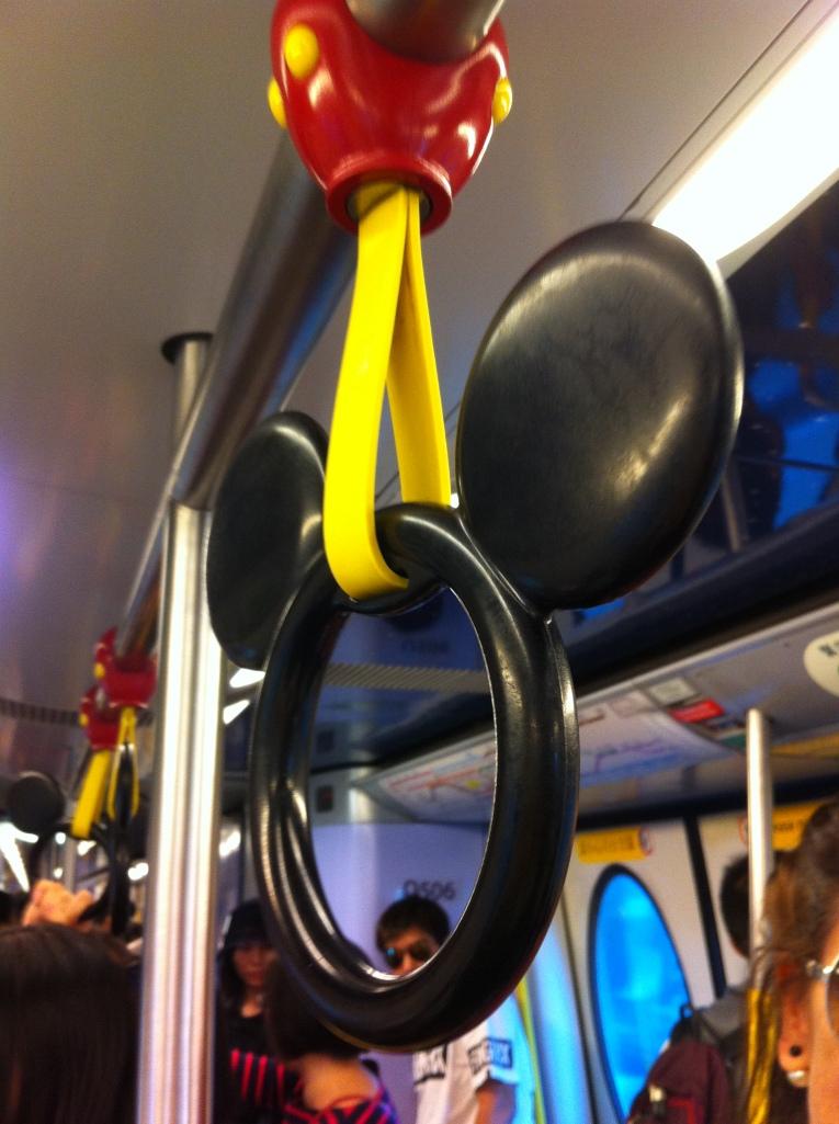 Detalhe do metro que leva para a Disney.