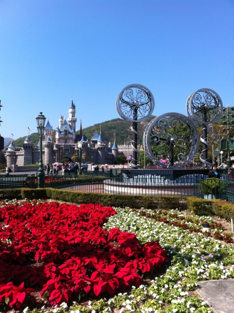 Entrada do parque com o Castelo da Cinderela ao fundo.