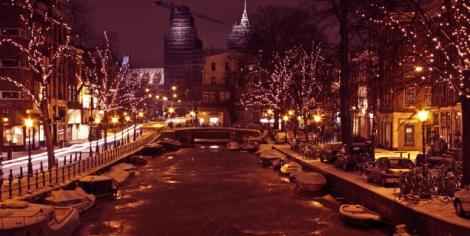 Canais de Amsterdam no período de Natal.