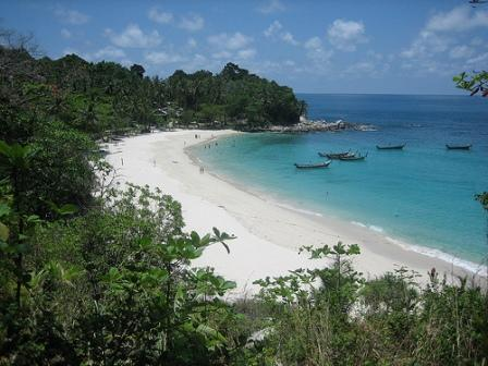 Freedom Beach acessível somente de longtail.