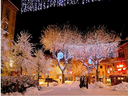 Cidade de Gap na alta provence no período de Natal.