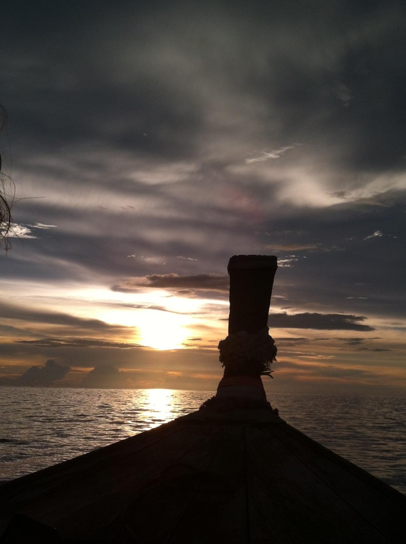 Pôr-do-sol em Phi Phi Leh.