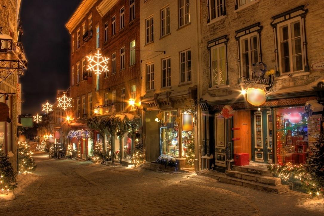 Ruas de Quebec decoradas para o Natal.