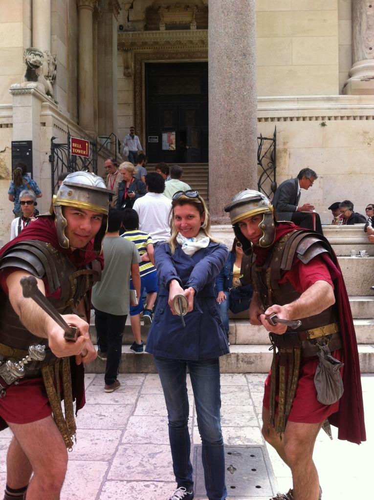 Legionários de Dioclesiano em frente ao palácio.