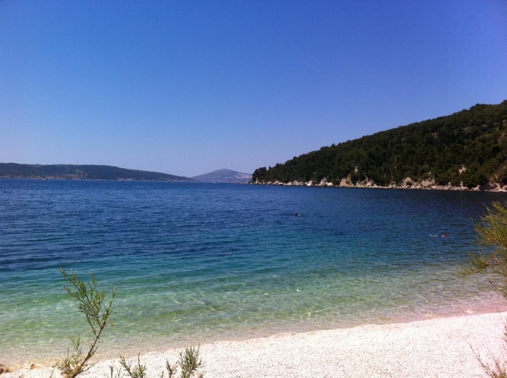 Praia urbana de Split a poucos minutos do palácio de Dioclesiano.