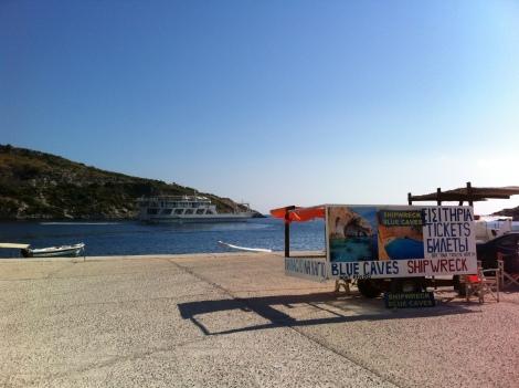 A agência dos passeios para a Praia de Navagio em Ag. Nikolaos.
