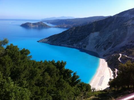 Vista panorâmica da praia de Myrthos.