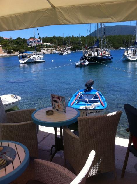 Muitas opções de restaurantes à beira mar.