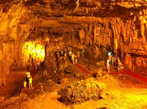 Salão principal da caverna onde os concertos são realizados.
