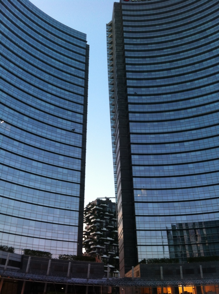 Modernos arranha-céus de Milão.