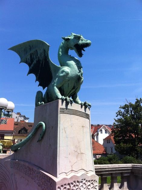 Ponte do Dragão no centro histórico de Ljubliana.