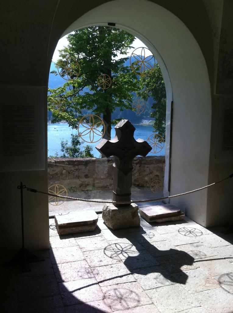 Vista interna da igreja da Assunção de Maria.