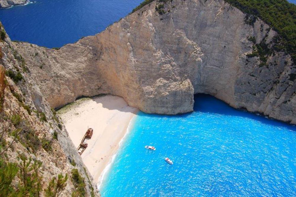 Navagio-Beach-Grecia
