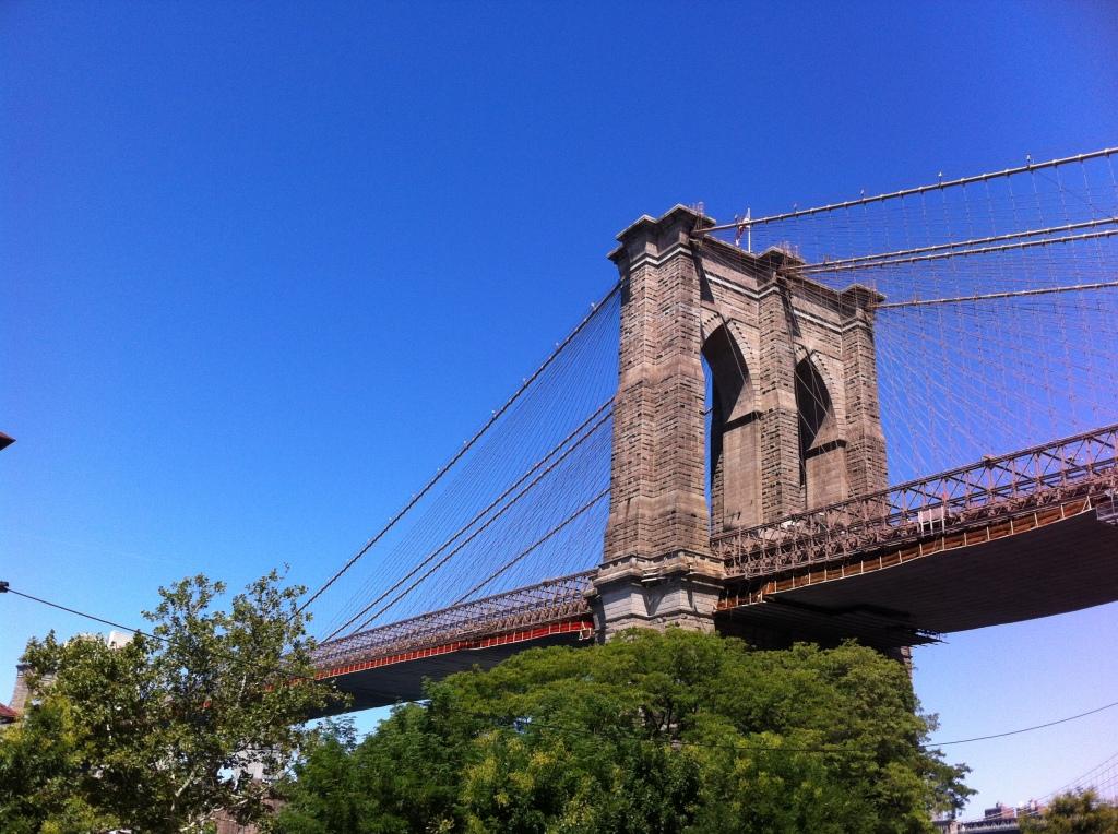 Ponte do Brooklyn vista do DUMBO.