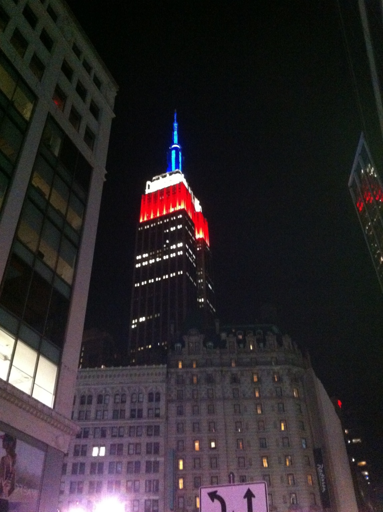 Empire State Building iluminado.