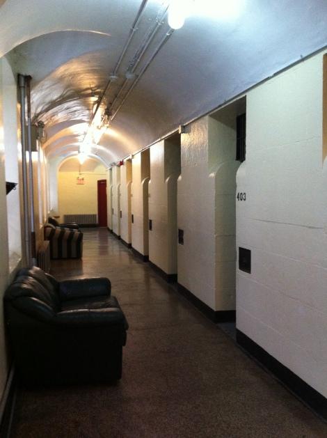 Celas quartos da prisão.