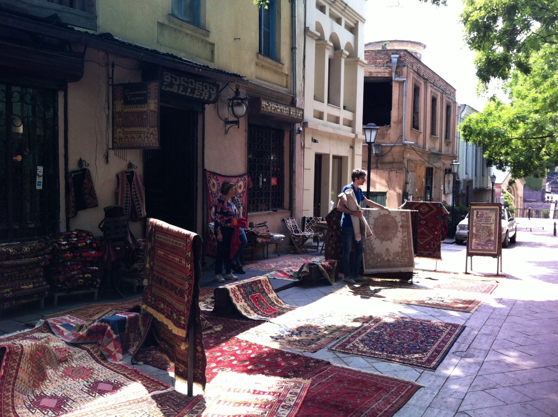 mercado tapetes Tbilisi.jpg