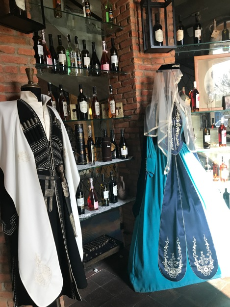 roupas tipicas georgianas.jpg